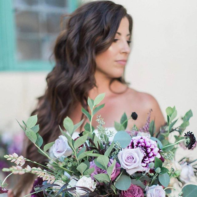Glow and Boho Curls! One of my favorite bridal looks to do ❤️ Photography: @leahvisphotography  Flowers: @thenatureofthings  Venue: @missioninnhotel