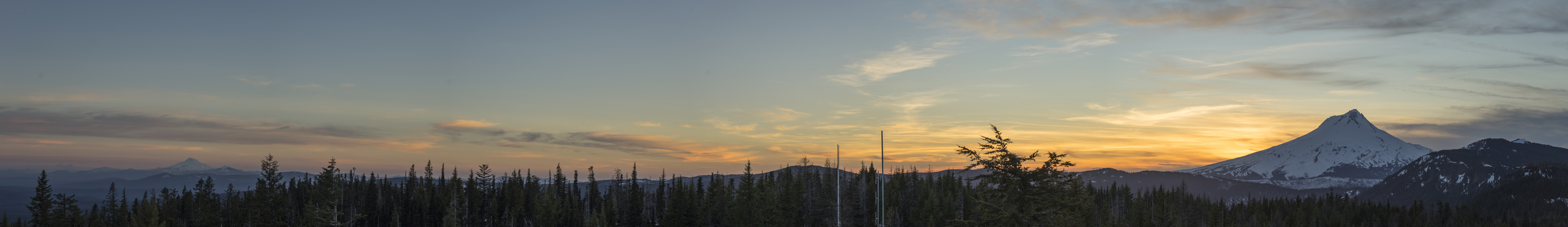 Sunset at Flag Point Lookout tower on the East side of Mt Hood. Broken Top, 3 Sister and Mt Jefferson are to the South.