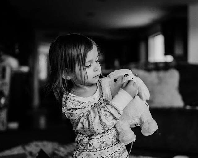 We're back after taking a break for the holidays so we could spend more time with our family. Plus isn't it the perfect time to take some photos of our own kids playing with their new toys? But now we're back and ready to shoot. Winter is coming...in the mountains. Who wants some snow photos? . . . . #oregonphotographer #oregonfamilyphotographer #pnwphotographer #pdxfamilyphotgrapher #portlandfamilyphotography #portlandfamilyphotgrapher #familyphotographer #naturallighting #dearphotographer #livelife #fortheloveoflight #boldemotionalcolorful #lifestylefamilyphotography #throughthelens #familyphotographers #kidsofthelens #visualsoflife #sonyalpha #sonyimages #sonyalphaportrait #sonyportraits #thefamilynarrative #childhoodunplugged #candidchildhood #lethekids #lookslikefilmkids #pixel_kids #letthembekids