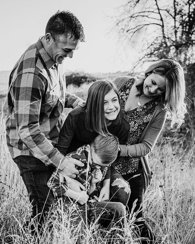 Sometimes a tickle attack is the way to go for some more candid shots.  We've gotten some great, happy, and smiling photos this way.  It's a tried and true method. . . . . . #thefamilynarrative #childhoodunplugged #candidchildhood #lethekids #lookslikefilmkids #pixel_kids #letthembekids #sonyalpha #sonyimages #oregonphotographer #oregonfamilyphotographer #pnwphotographer #pdxfamilyphotgrapher #portlandfamilyphotography #portlandfamilyphotgrapher #familyphotographer #naturallighting #dearphotographer #livelife #fortheloveoflight #boldemotionalcolorful #lifestylefamilyphotography #throughthelens #familyphotographers