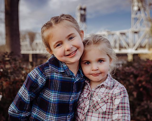Outdoor photos are our thing but this shoot was a little different and urban-like. Bridges in the background and some with these cute sisters actually on the bridges. . . . . #oregonphotographer #oregonfamilyphotographer #pnwphotographer #pdxfamilyphotgrapher #portlandfamilyphotography #portlandfamilyphotgrapher #familyphotographer #naturallighting #dearphotographer #livelife #fortheloveoflight #boldemotionalcolorful #lifestylefamilyphotography #throughthelens #familyphotographers #kidsofthelens #sonyalpha #sonyimages #sonyalphaportrait #sonyportraits #discoverportrait #bravoportraits #thefamilynarrative #childhoodunplugged #candidchildhood #lethekids #lookslikefilmkids #pixel_kids #letthembekids