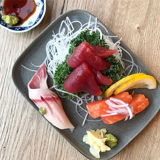 Today's weather calls for...sashimi! Craving some fresh fish from @noriandwasabichicago after having a taste last week. Where do you go for some fresh fish?  #VENTURELIKEME #sashimi #さしみ #tuesdaymotivation