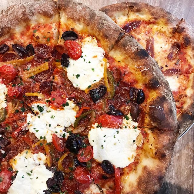 What's better than one pizza? Two, obviously. 😂 Got the Duck prosciutto and chorizo and I'm in love with both.  #VENTURELIKEME #pizza #friyay #friday #🍕