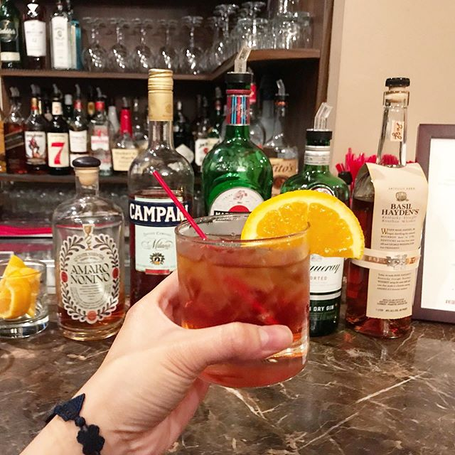 Drinks up because it's finally warm out! Happy to have enjoyed a wonderful negroni with @gene_georgetti for #negroniweek. It was my first time there and it was such a blast. What's your favorite summer drink? #VENTURELIKEME #geneandgeorgetti #classiccocktailseries
