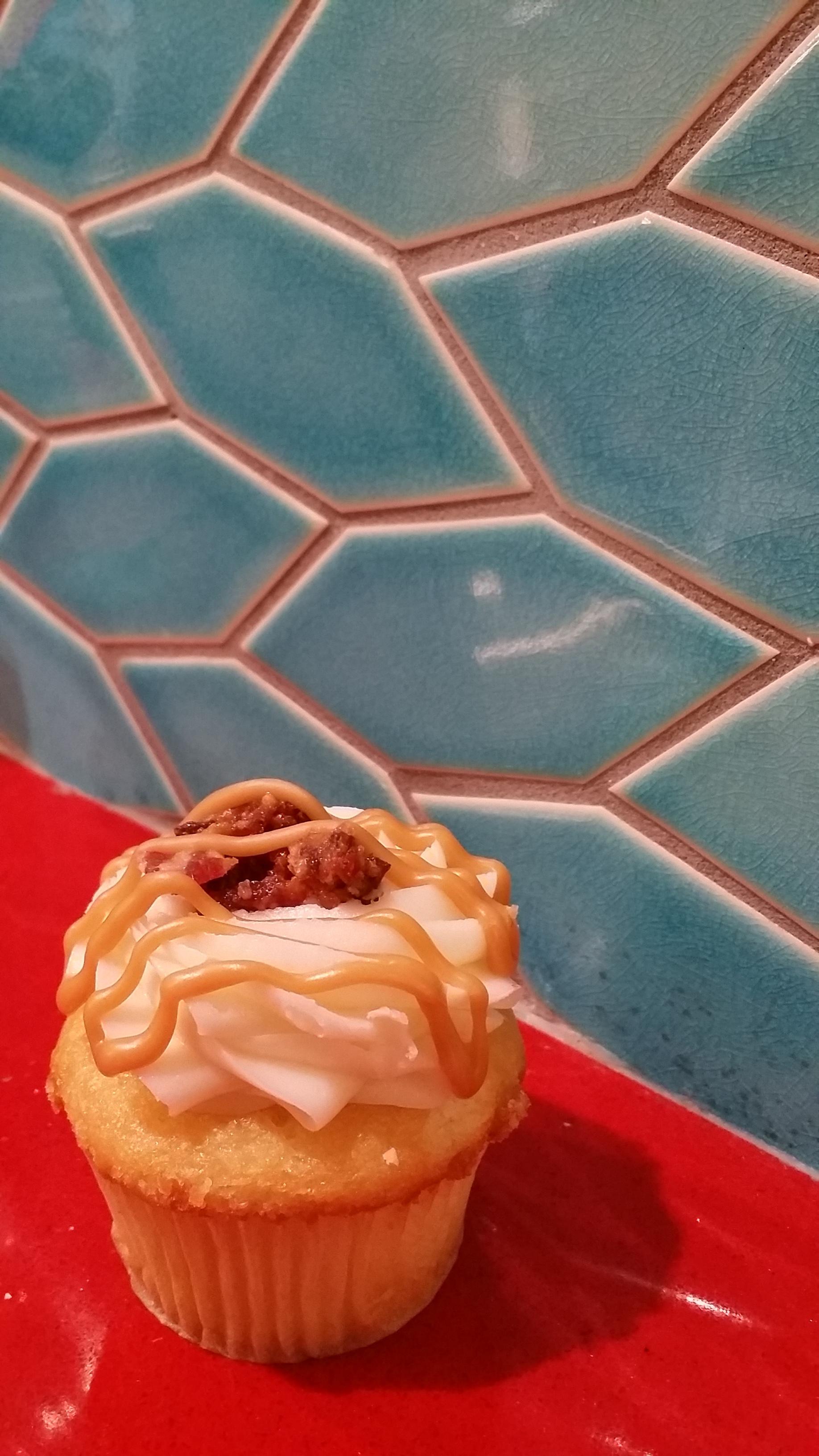 Cako Maple Bacon Cupcake