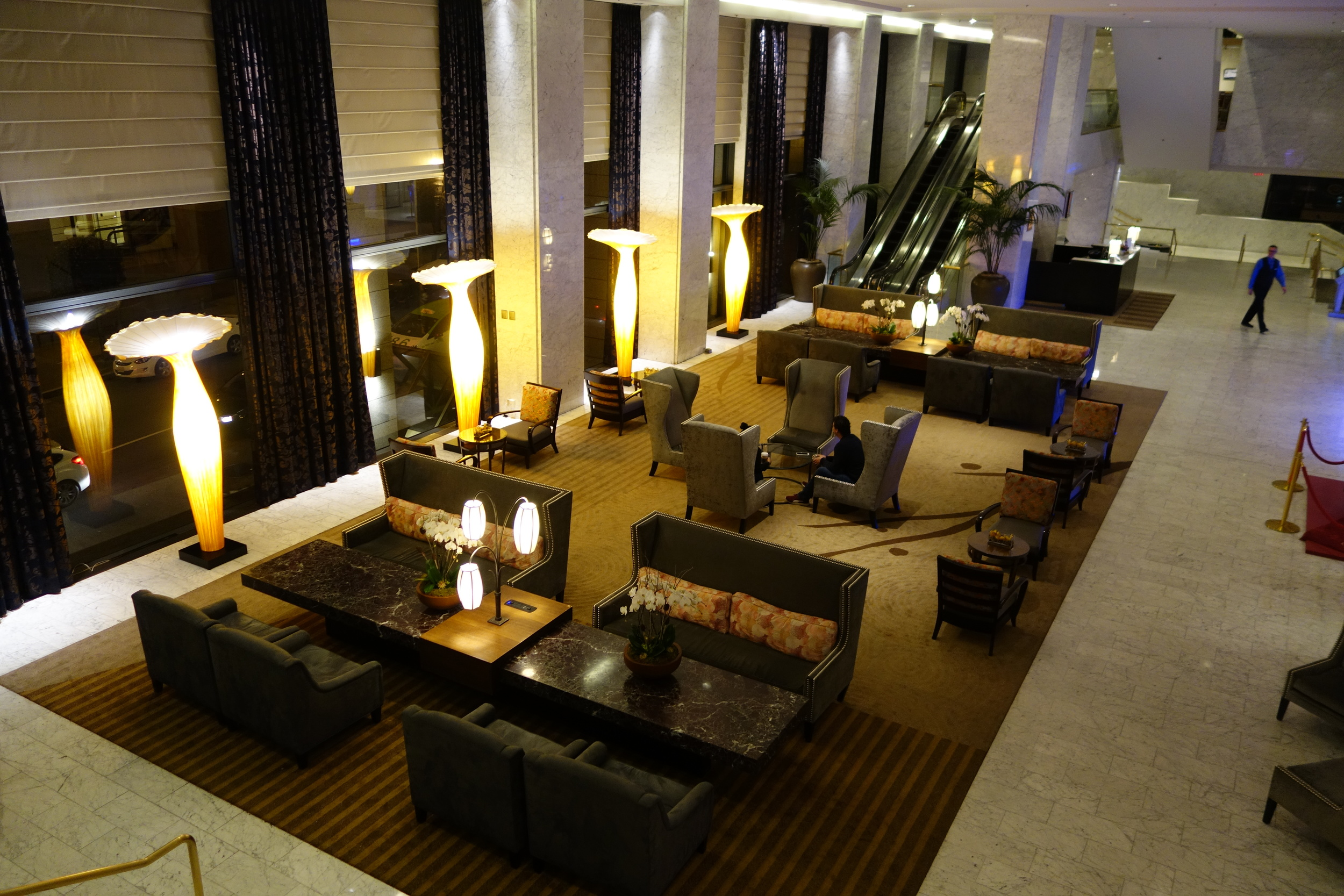 One of the lobbies inside Hotel Nikko, home of Anzu Restaurant and Bar.