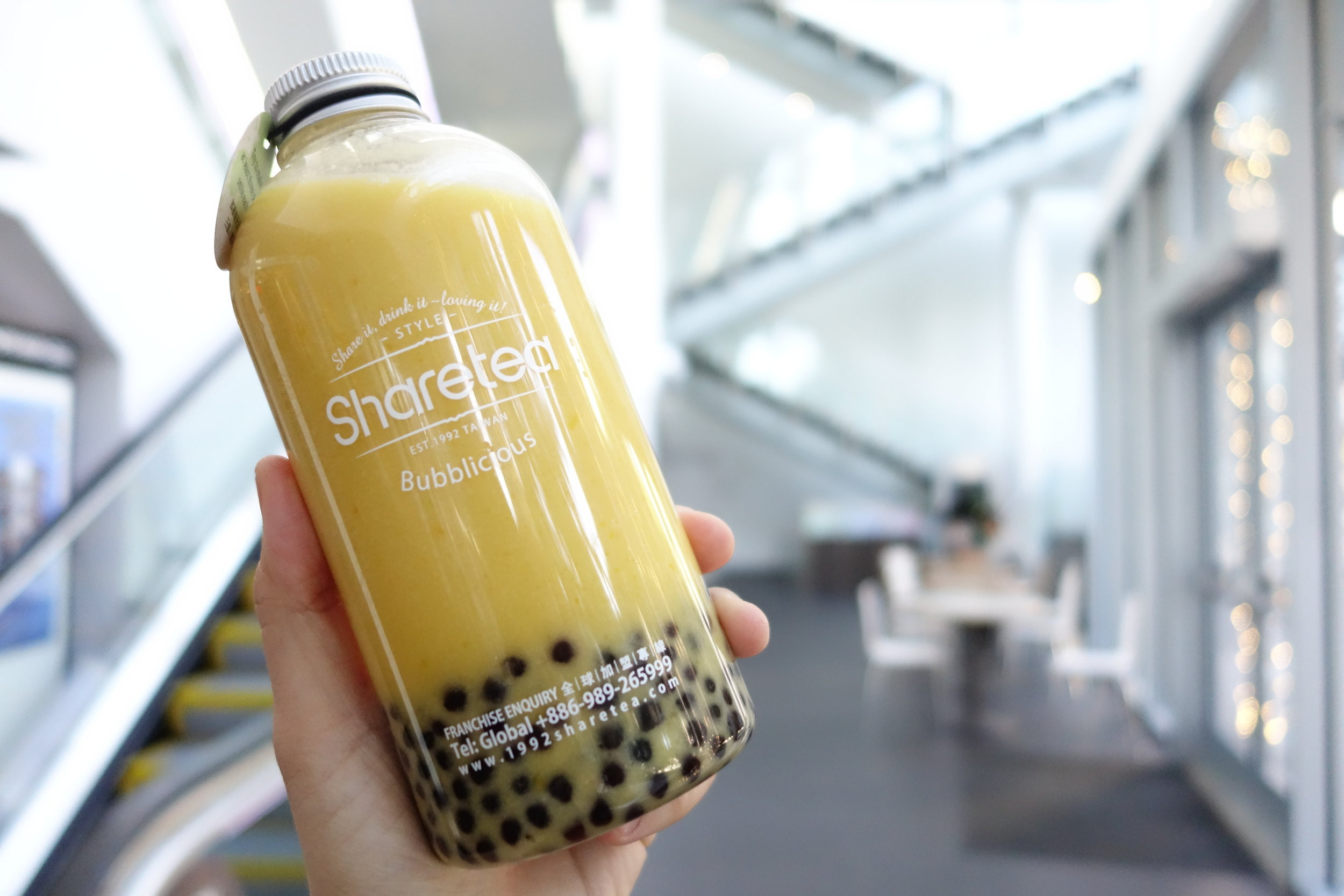 Mango Fruity Bottle Shake at the Sharetea Metreon in Downtown San Francisco. Copyright of   SandyByTheBay.com