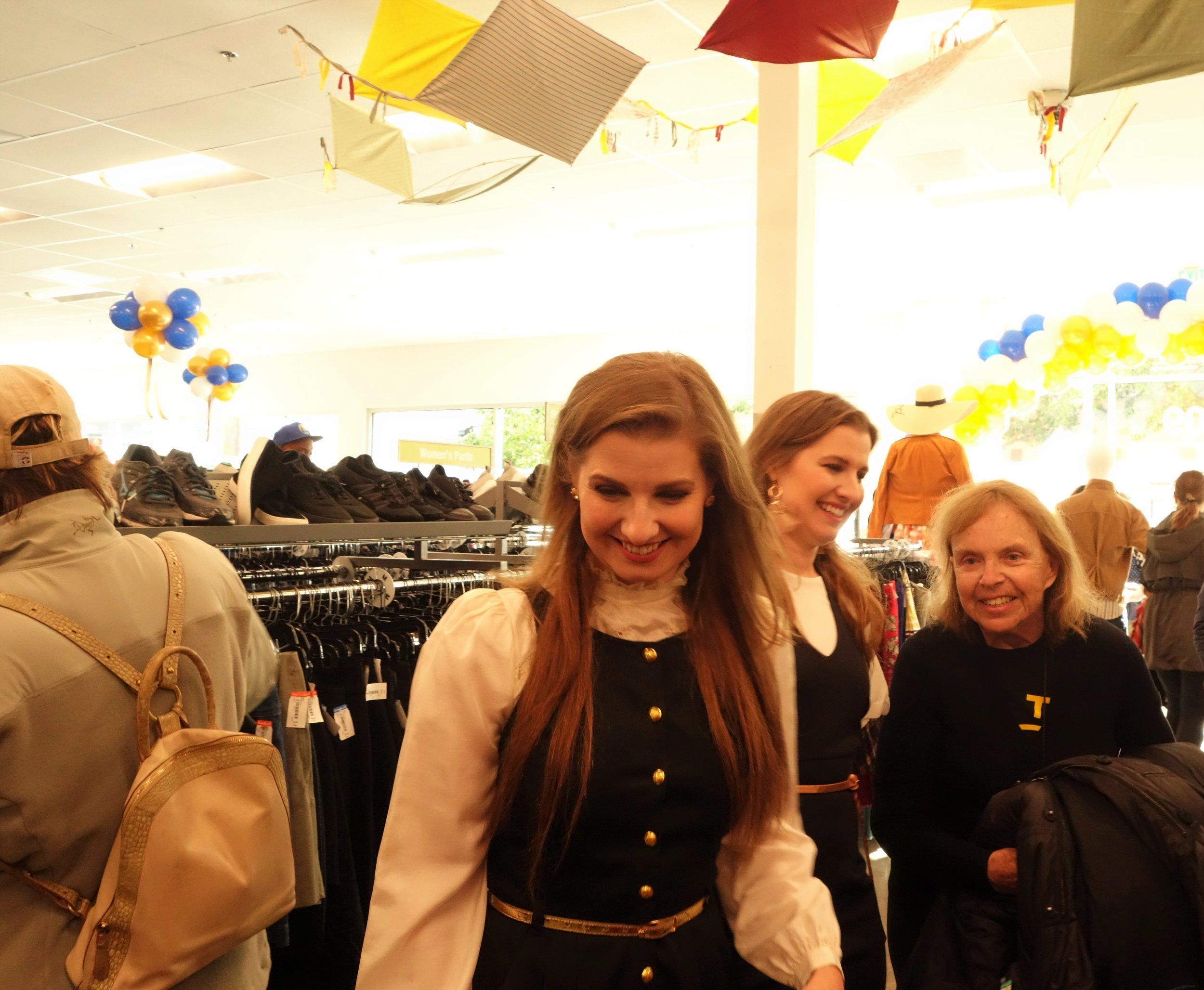 DoubleMinted.com 's  Devon & Brittany  provide styling tips for shoppers