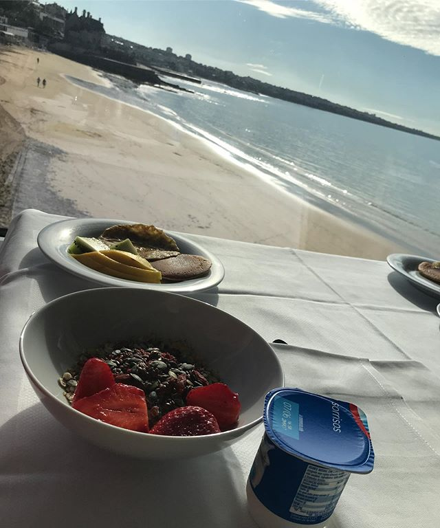 Enjoying breakfast this morning, we're all human but I love to see how different cultures indulge in food. Germany we enjoyed feasting on chocolate muesli and here in Portugal fresh fruit. Can one ask for a better start to the day?! Have a lovely evening australia 🇦🇺