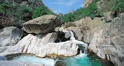 - Lage Chateau d'Olmet liegt perfekt zwischen dem Larzac-Plateau und dem Mittelmeer