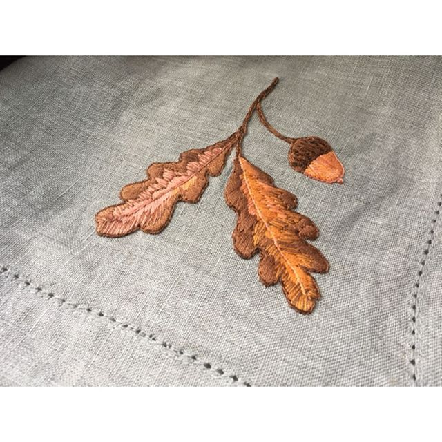 Season of mists and mellow fruitfulness. Oak natural linen extra large dinner  napkins with silk hand embroidery. £25 per napkin 50cm x 50cm https://si.je #handembroidery #linen #silk #silkrhread #sijeveuxlondon #sijeveux #foodie #table #theartofliving #autumn #harvest #handmade #handmadeinengland #oak #acorn #leaves #interiordesign #interiors #interiordesigner #kewgardens #london