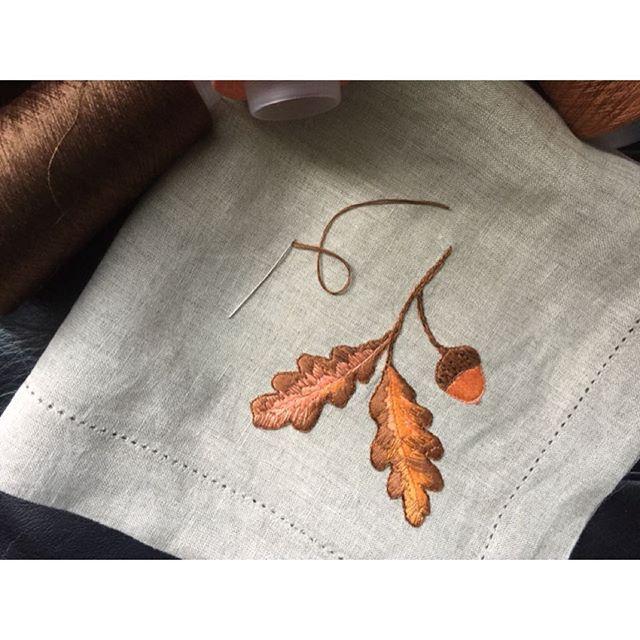 Painting autumn treasures with my little needle. Oak natural linen extra large dinner  napkins with silk hand embroidery. £25 per napkin 50cm x 50cm https://si.je #handembroidery #linen #silk #silkrhread #sijeveuxlondon #sijeveux #foodie #table #theartofliving #autumn #harvest #handmade #handmadeinengland #oak #acorn #leaves #interiordesign #interiors #interiordesigner #kewgardens #london