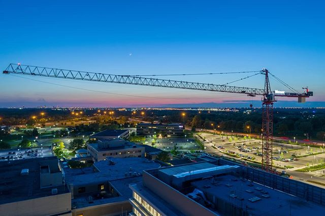 Massive Messer construction crane at My Carmel East. . . . #dronephotography #drone #djiglobal #fromwhereidrone #drone_countries #explorecreate #beautifulplaces #droneofficial #skypixel #skyhilife_drones #gameofdronez #dronedose #dronespace #dronedaily #iamdji #droneart #thedroneu #droneglobe #dronenerds #majestic_earth #mastershots #beautifuldestinations #electic_shotz #earthpix #dronepals #agameoftones #ohio #wanderlust #construction #sunset
