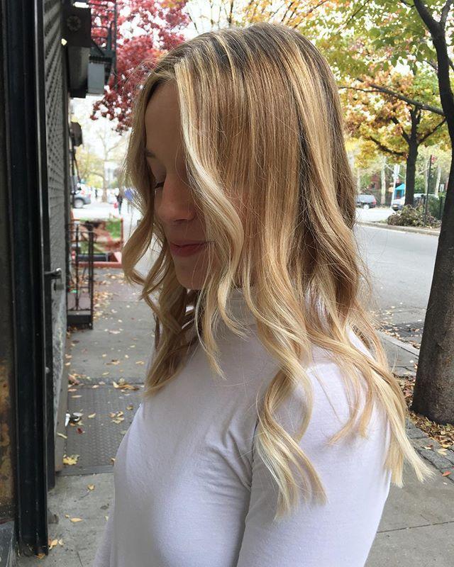 Some effort for effortless hair style !  #hair #japanesehairsalon #platinumblonde #longhair #hairsalon #haircolor #hairstyle #hairstyles #hairdye #beachy #hightonecolor #blondehair #hoyu #hoyuusa #lanza #redken #greenwichvillage #westvillage #ny #nyc