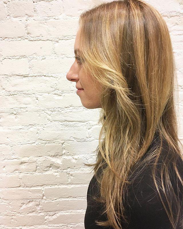 Stay warm with a cool hair! #hoyuusa #hairsalon #japanesehairsalon #hair #haircolor #longhair #blowdry #blowout #hairdye #balayage #highlights #haircut #haircutsforwomen #wella #redken #greenwichvillage #westvillage #nyc #ny