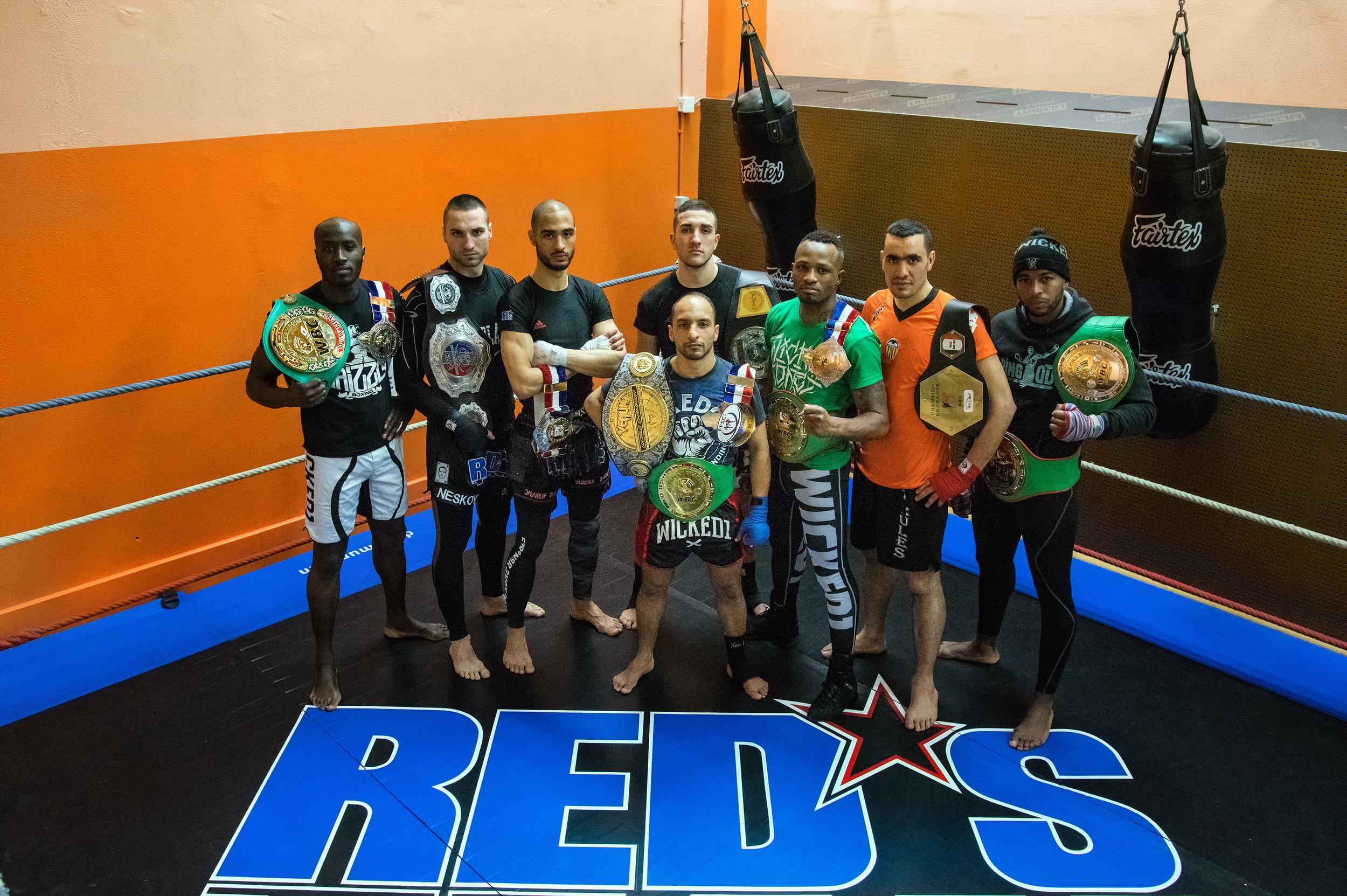 """. Redha """"RED'S"""" SADOUKI  - Coach RED'S TEAM  . Djibril """"Grizzly"""" EHOUO  (Champion de France Pro de Muay Thaï -81 kg / Champion d'Europe Pro de Muay Thaï WBC -75 kg et -80 kg)  . Milos NESKOVIC  (Champion de France Pro de K-1 Rules -86 kg / Multiple Champion de Serbie de Full Contact, de Kick-Boxing et de K-1 Rules / Vainqueur de la Coupe du Monde de K-1 Rules 2012)  . Nasir-Uddine """"Nass / Yume Oïbito"""" LAHOUICHI  (Champion de France de Kick-Boxing et de Sanda -75 kg)  . William Daniel ALMEIDA  (Champion de France Junior de Kick-Boxing, de K-1 Rules, de Muay Thaï et de Sanda -81 kg / Champion d'Europe Senior Amateur de Kick-Boxing WKF -86 kg)  . Mohamed BOUCHAREB  (5 fois Champion de France de Muay Thaï -54 kg / Champion d'Europe Pro de Muay Thaï WBC -54 kg)  . Johane """"Magicien / Artiste"""" BEAUSEJOUR  (2 fois Champion de France Pro de Muay Thaï -75 kg / Champion de France Pro de K-1 Rules -75 kg / Champion Intercontinental de Muay Thaï WPMF -75 kg / Champion Intercontinental de Boxe Kun Khmer -72 kg / Champion du Monde de Boxe Arabe -75 kg)  . Mohamed ALLOUNE  (Champion de France Pro de K-1 Rules -86 kg / Multiple Champion d'Algérie de Full Contact et de Kick-Boxing / Vainqueur des Jeux d'Afrique de Full Contact -81 kg 2007 / Vainqueur du Championnat du Monde WTKA de Full Contact -81 kg 2007 / Vainqueur du Championnat du Monde WTKA de Kick-Boxing -81 kg 2010)  . Wendy """"Chab"""" ANNONAY  (Champion de France Pro de Muay Thaï -75 kg / Triple Champion d'Europe Pro de Muay Thaï WBC -75 kg)  . Chaouqui """"Chouk"""" FERRADJ  - Coach TEAM CHOUK"""