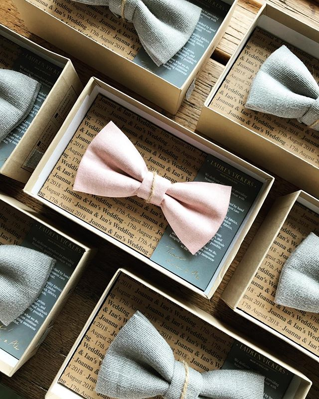 feeling spring vibes with this one! Custom pink and grey linen wedding set ✨ . . . . #mensaccessories #bowtie #groomstyle #groomsmengift #weddingstyle #weddingaccesories #weddingdetails #mensfashion #groom