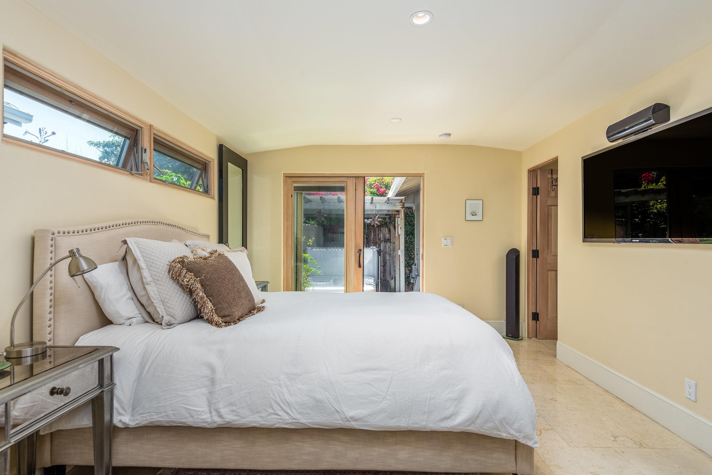 16-Master Bedroom.jpg