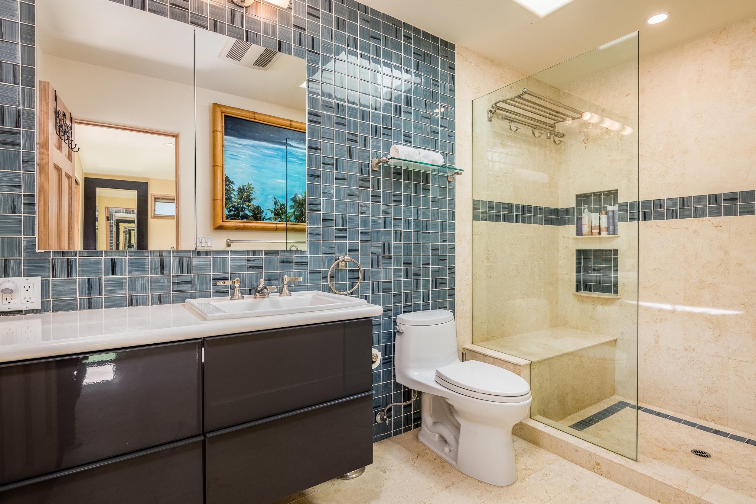 17-Master Bathroom.jpg