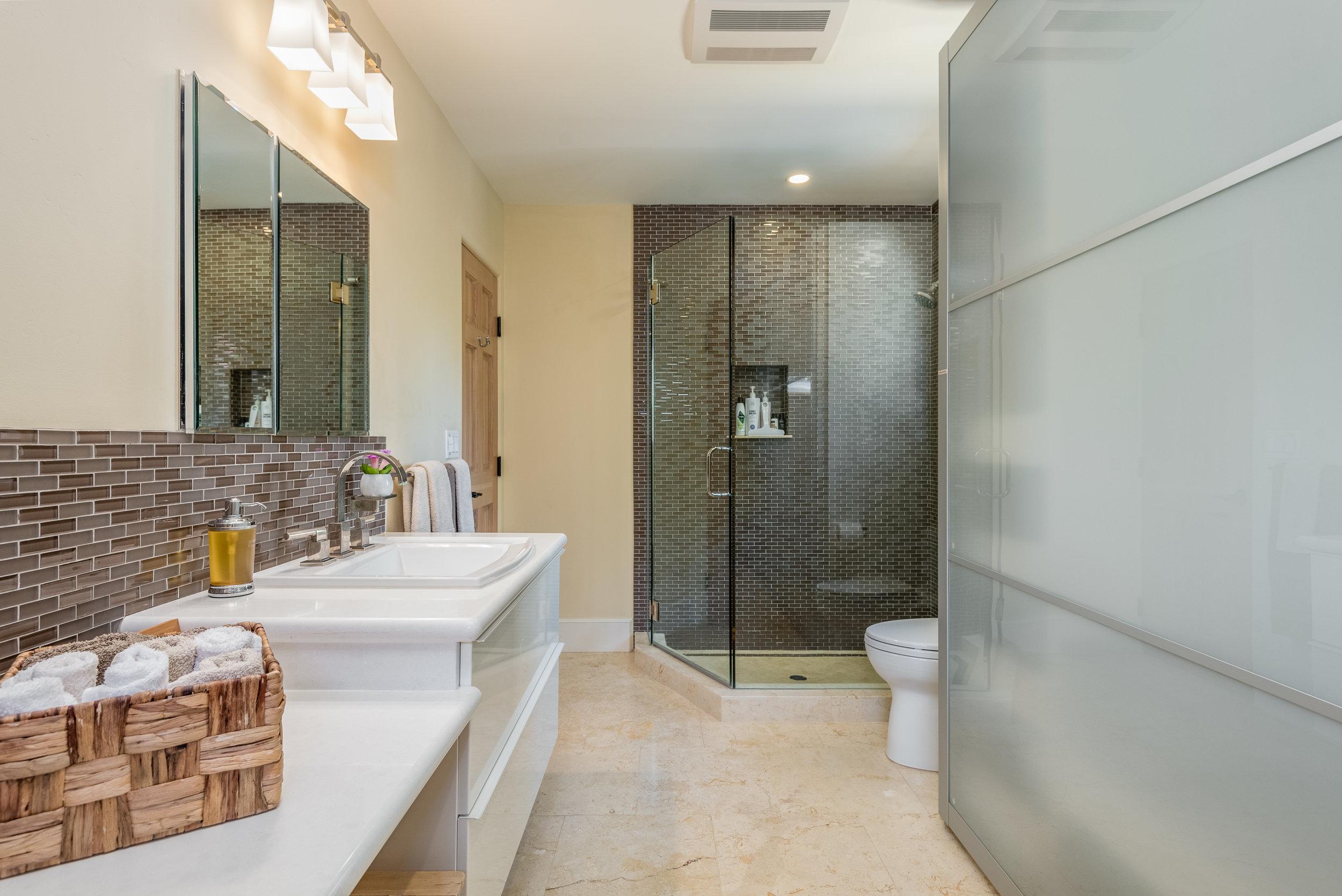20-Bathroom 2.jpg