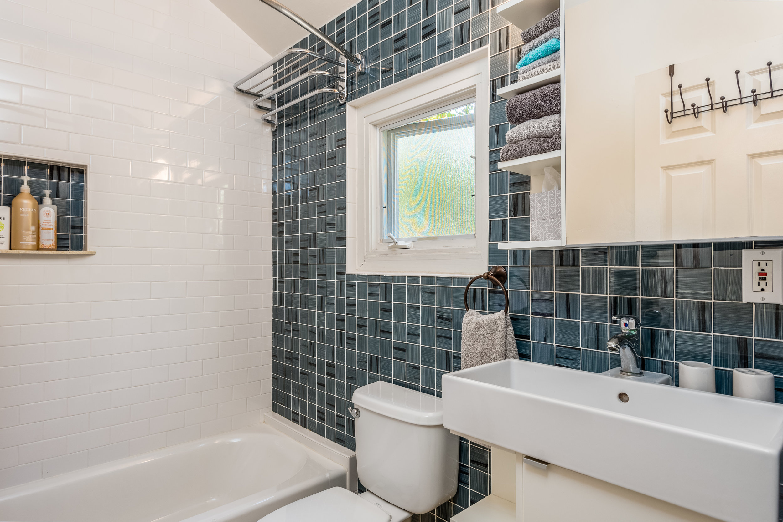 27-Guest Unit Bathroom.jpg