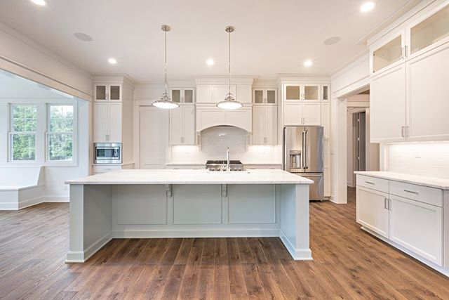 Transitional kitchen with a coastal twist.  Built by @ramagecompany Interiors by @lesliecotterinteriors Architecture by @c3studiollc
