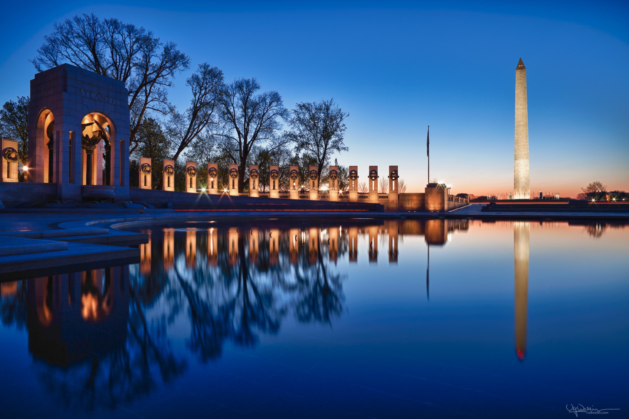 WW II Memorial at dawn