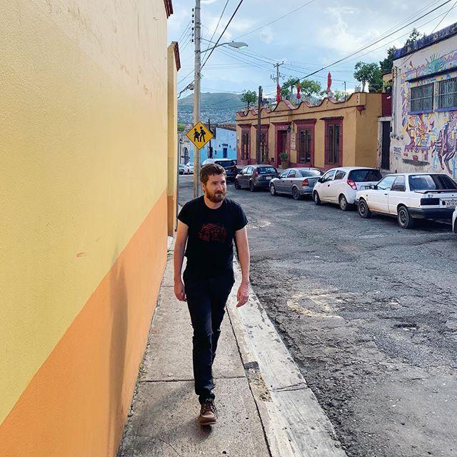 Post-memolitas, pre-cervezas: city hiking con mi amor en #oaxaca. #spanglish