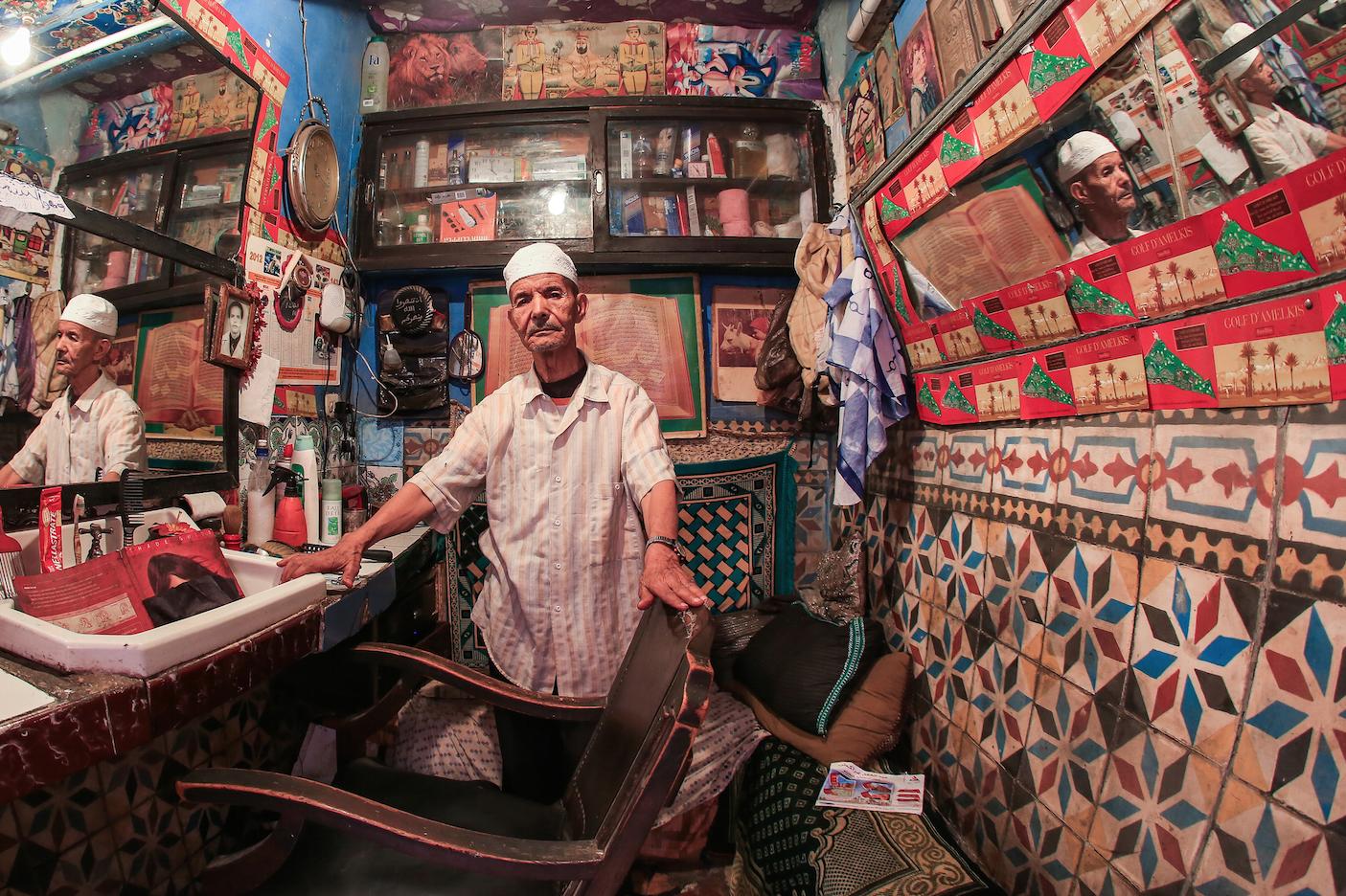 Retrato pós-corte de cabelo e pós dividir um daqueles romãs gigantões que a gente encontra no Marrocos.