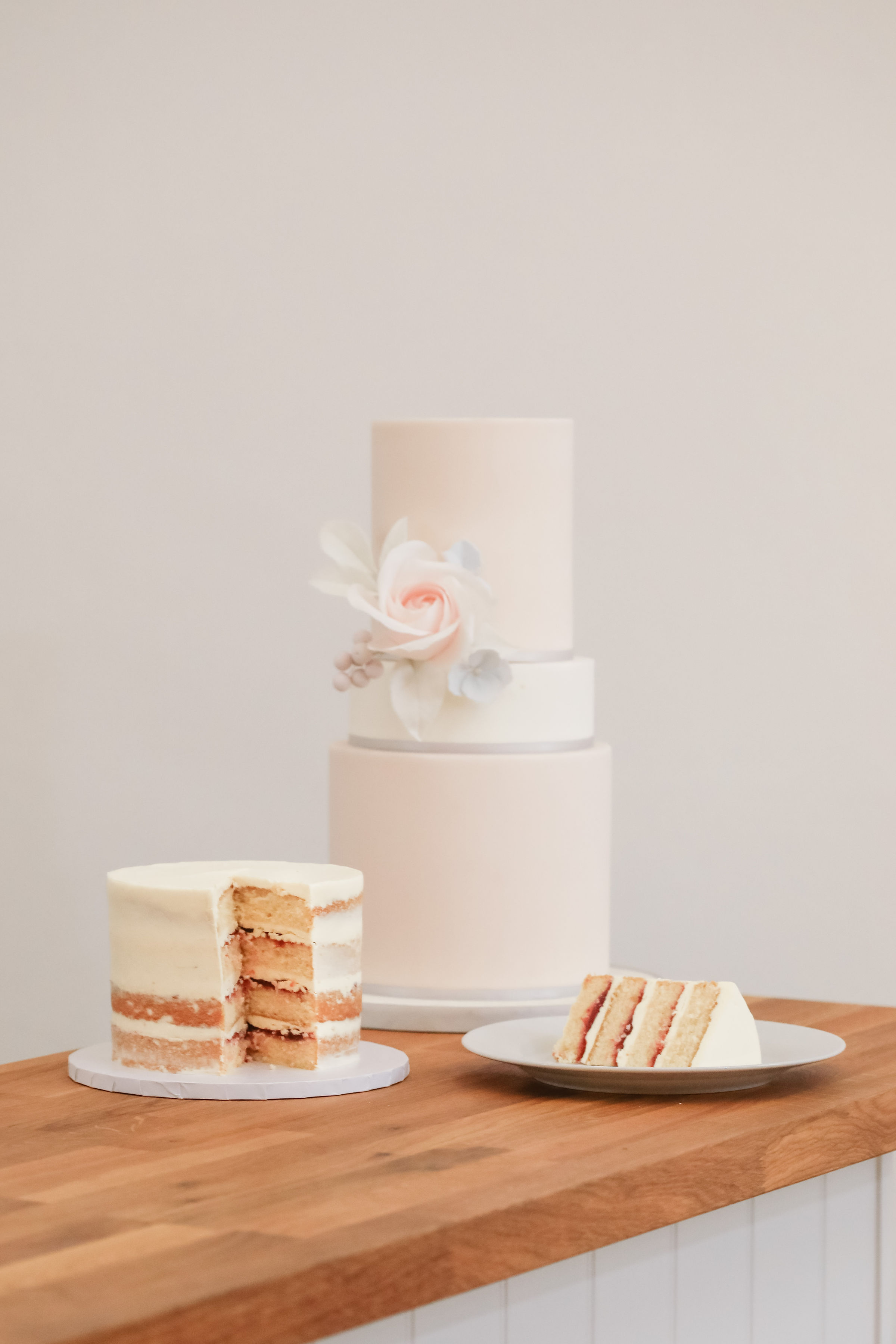 luxury wedding cakes cambridgeshire