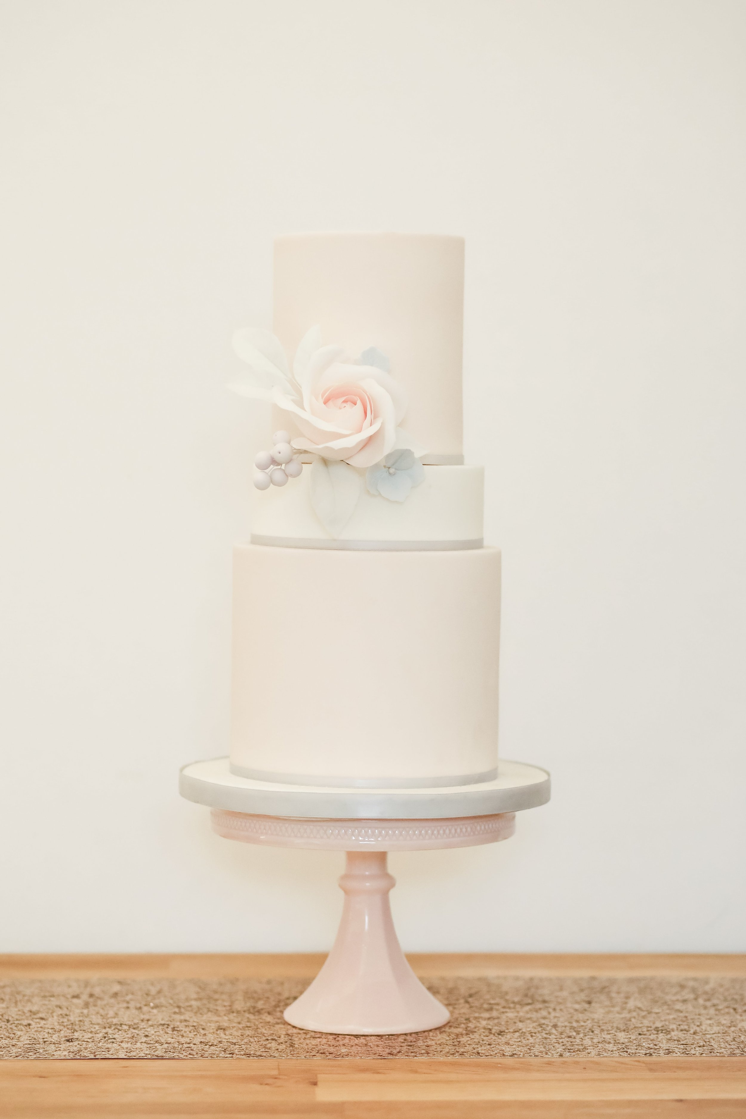 Beautiful Wedding Cake by Meadowsweet Cakes, Photography by Becky Harley Photography