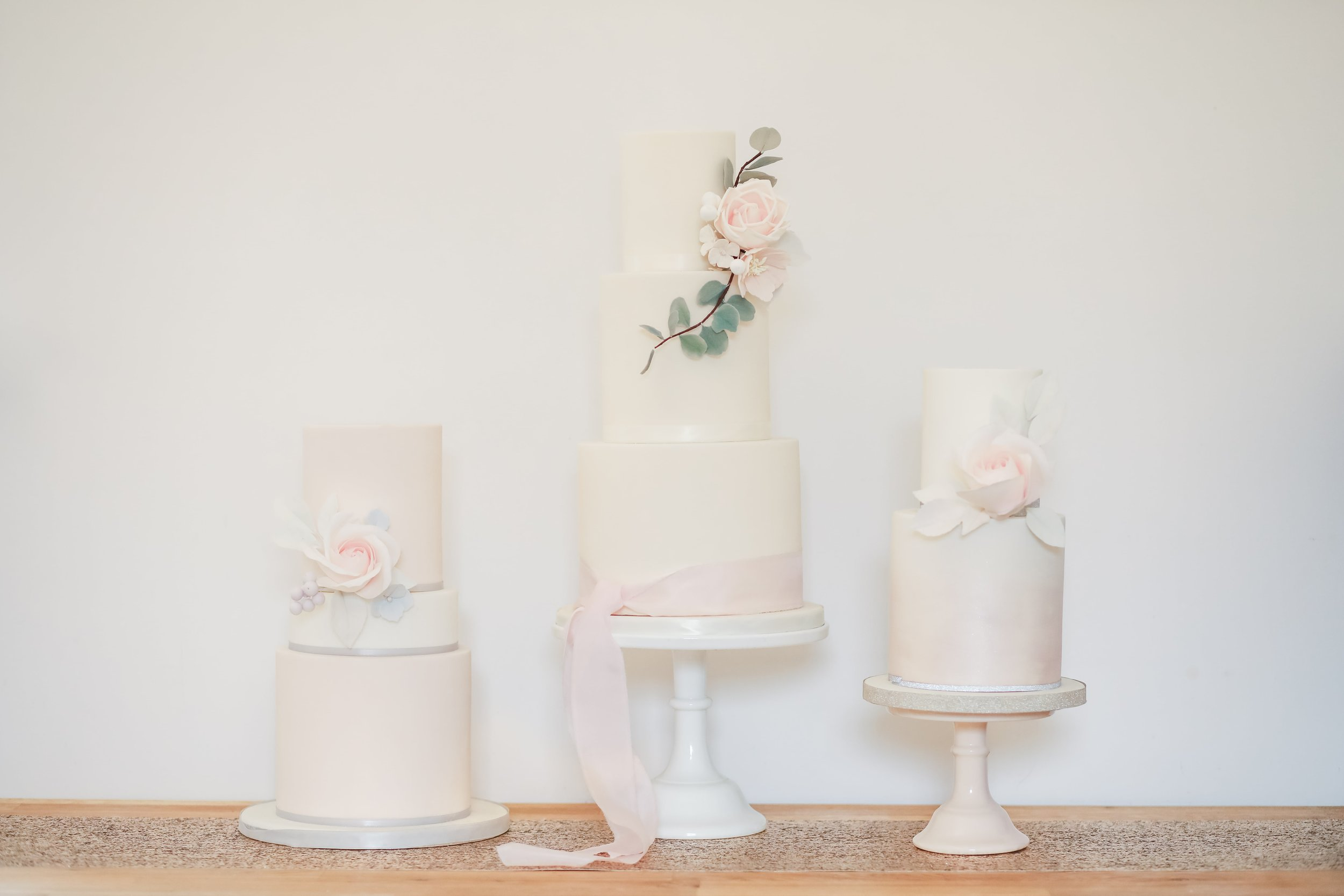 Designer wedding cakes, dessert table design by Hertfordshire wedding cake company Meadowsweet Cakes
