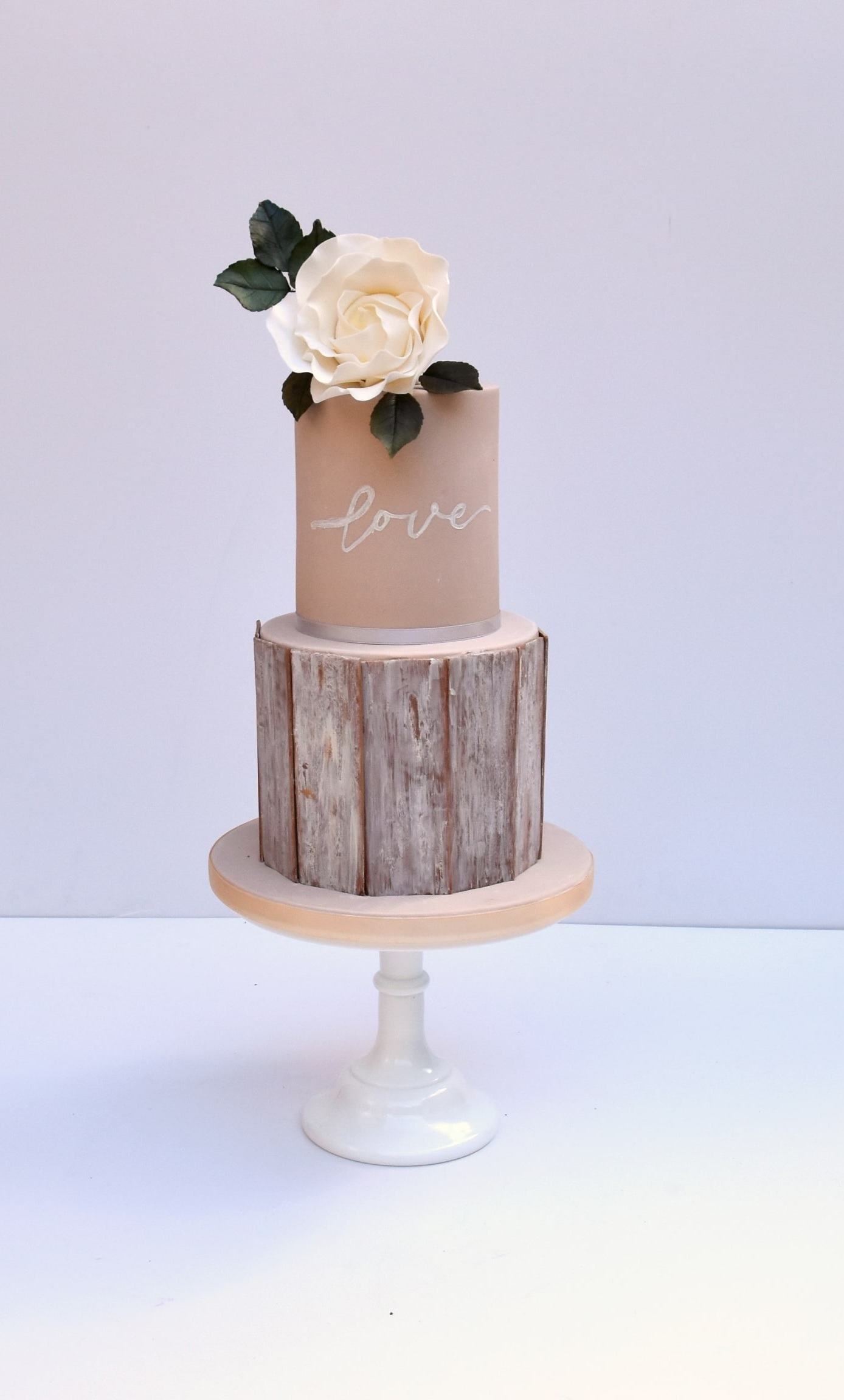 Wooden planks on this wedding cake were all made of fondant.