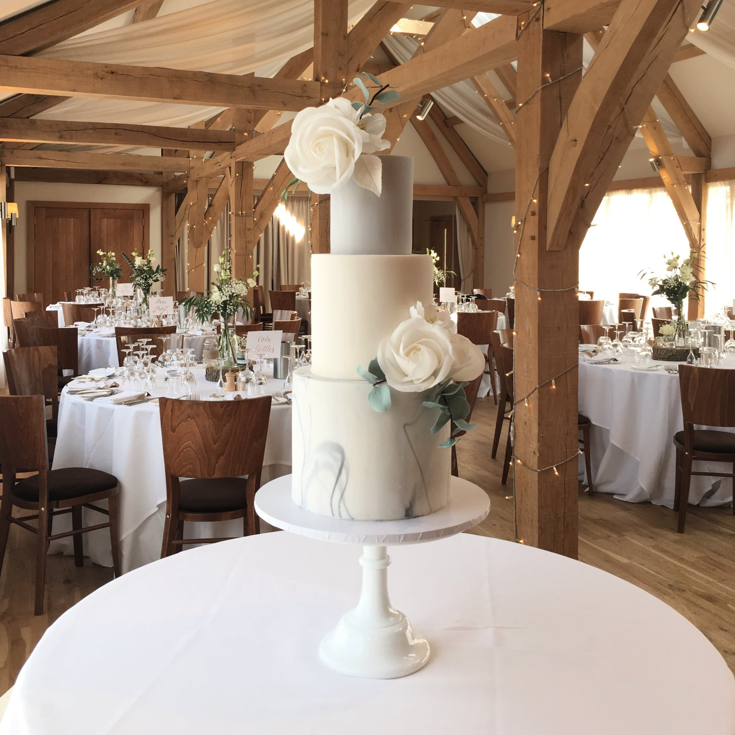 Modern wedding cake by Meadowsweet Cakes, Bassmead Manor Barns wedding cakes
