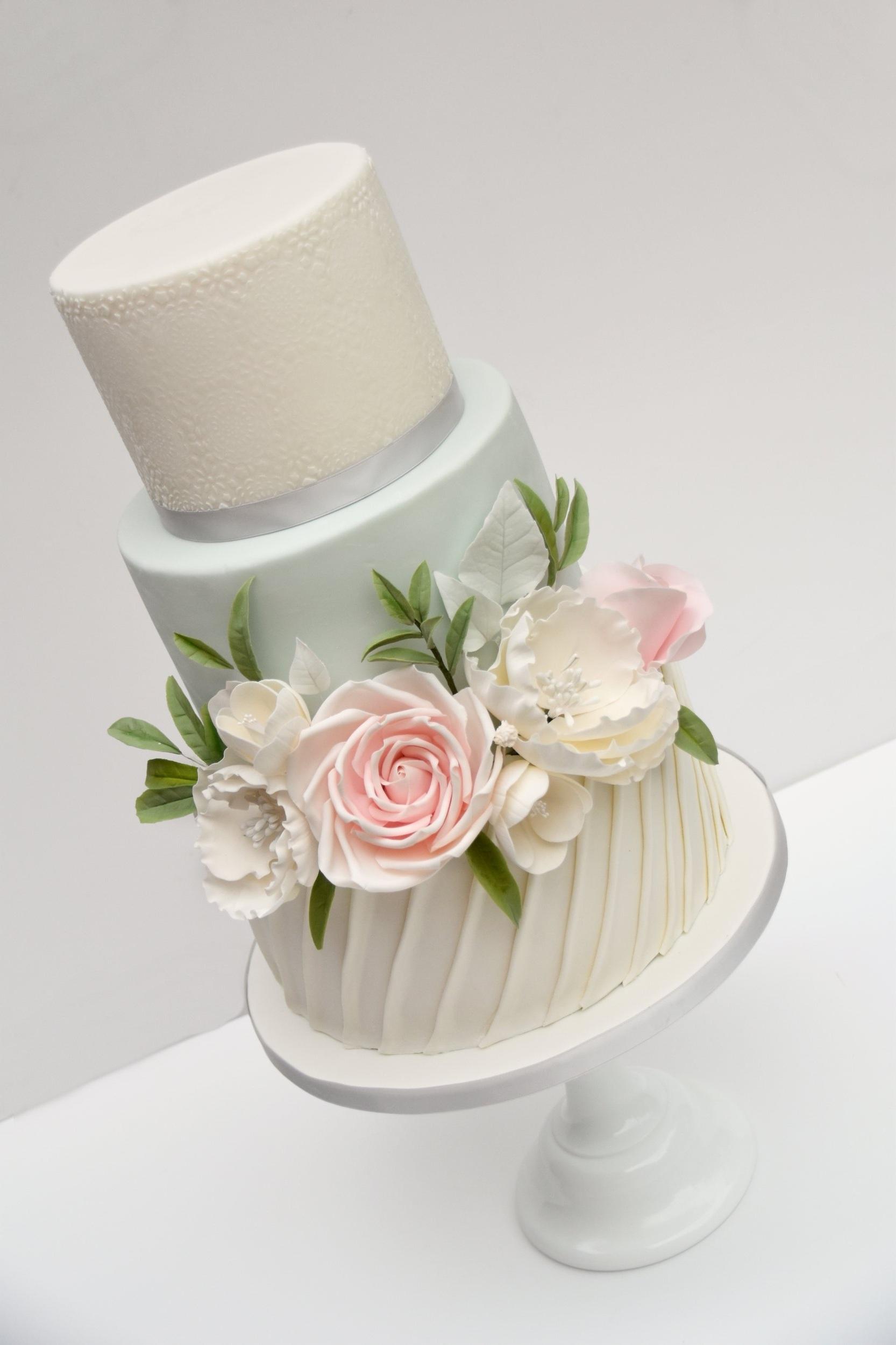 luxury wedding cakes hertfordshire