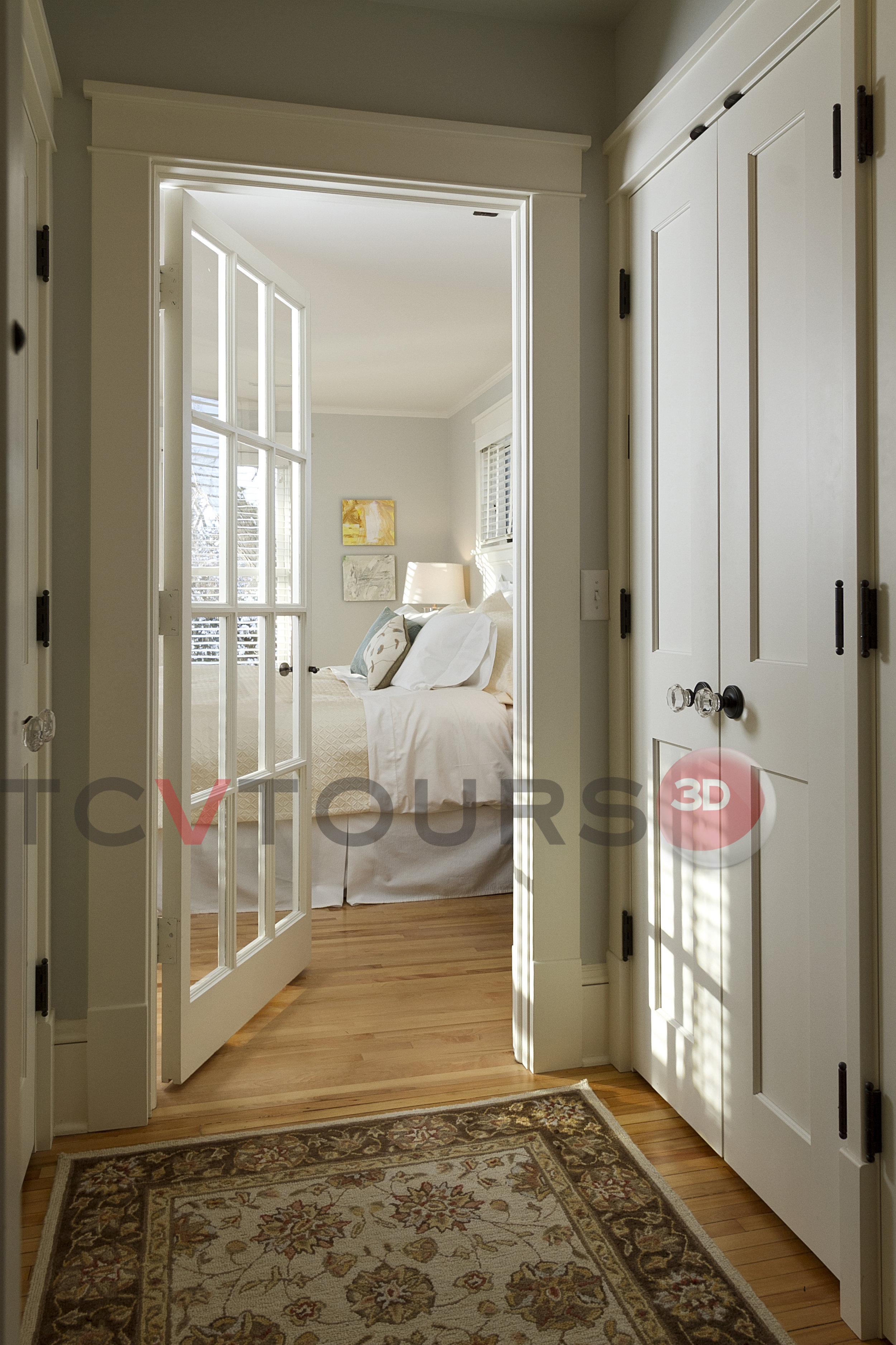 027_master doorway wide H20.jpg