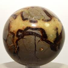 Dragon Stone - Draws out our inner strength from deep within. Provide on with courage & personal power to accomplish all tasks. Grounds one to center & helps the flow of energy. Very healing stone for physical ailments that one may not see.