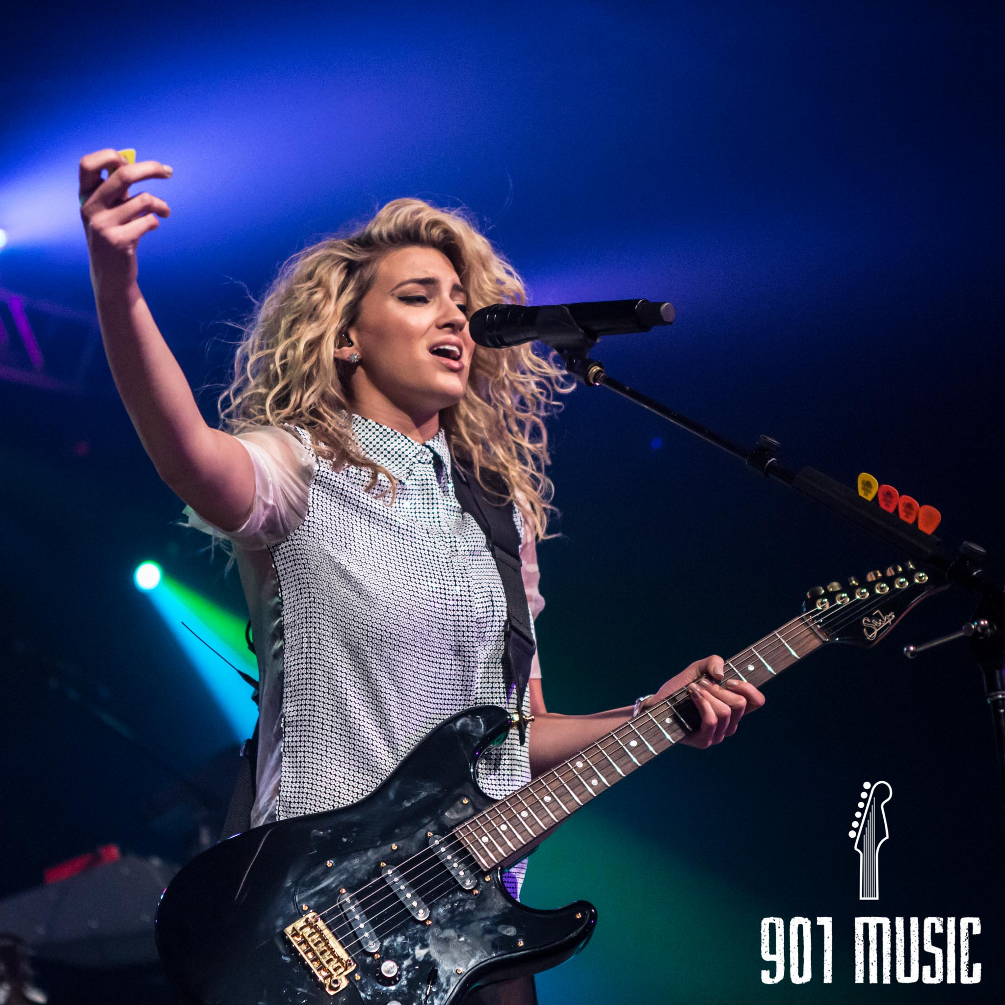 na-11052015-ToriKelly-41.jpg