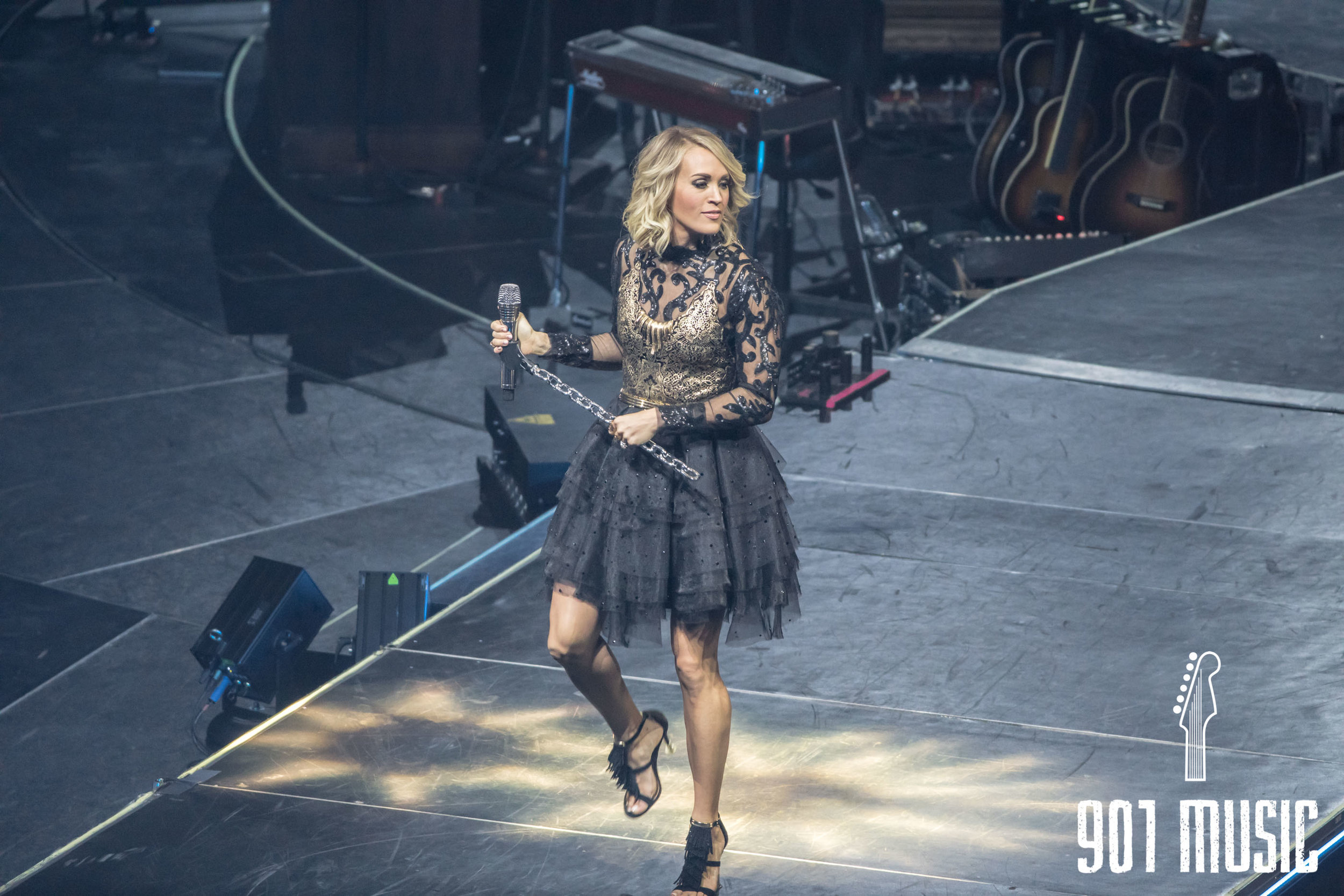 na11132016-Carrie Underwood-34.jpg