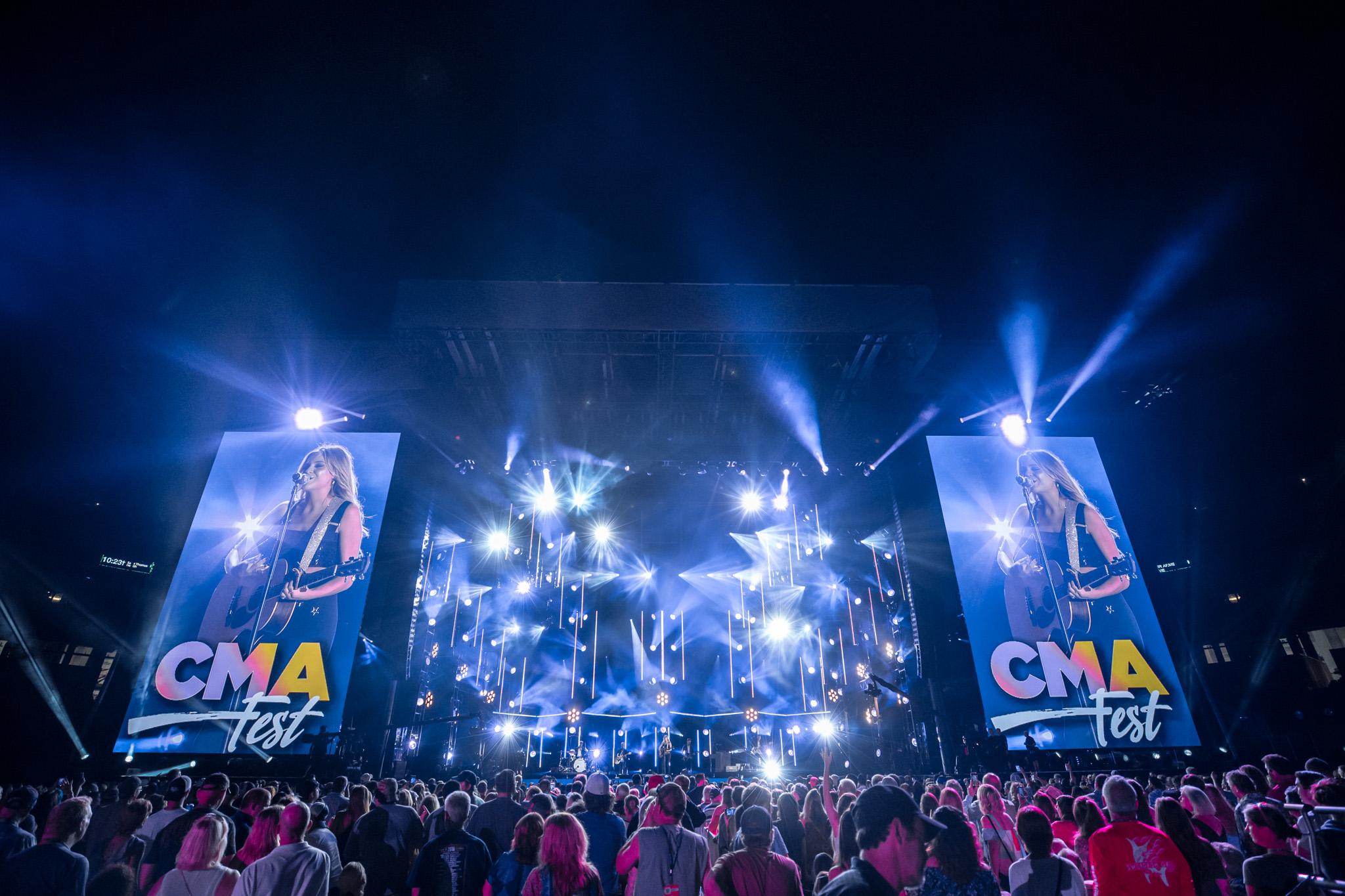 na06082017-CMA Fest Night 248.jpg