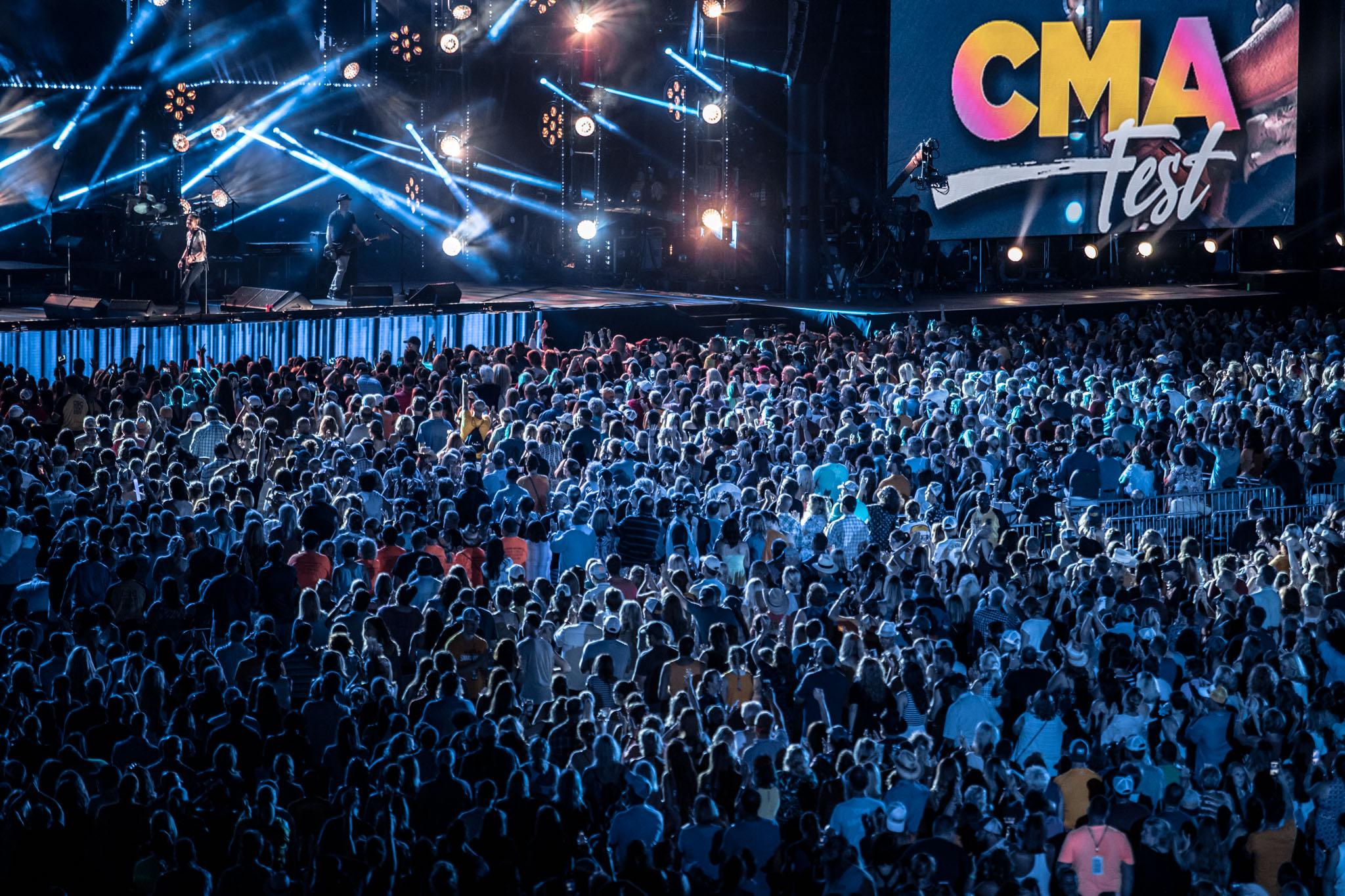 na06112017-CMA Fest Night 471.jpg