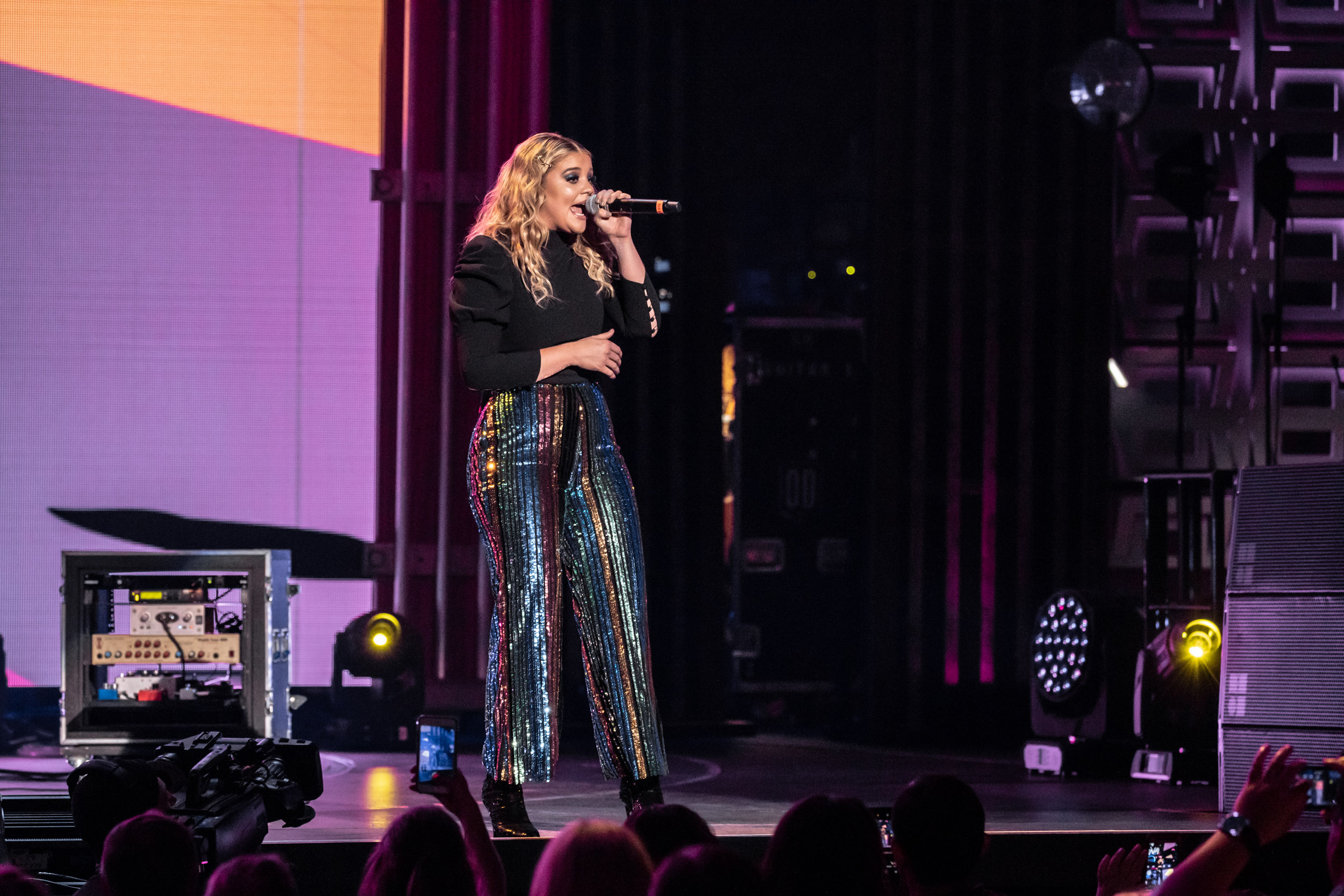 @LauraLArmstrong -NA-05042019-iHeartCountry-28.jpg