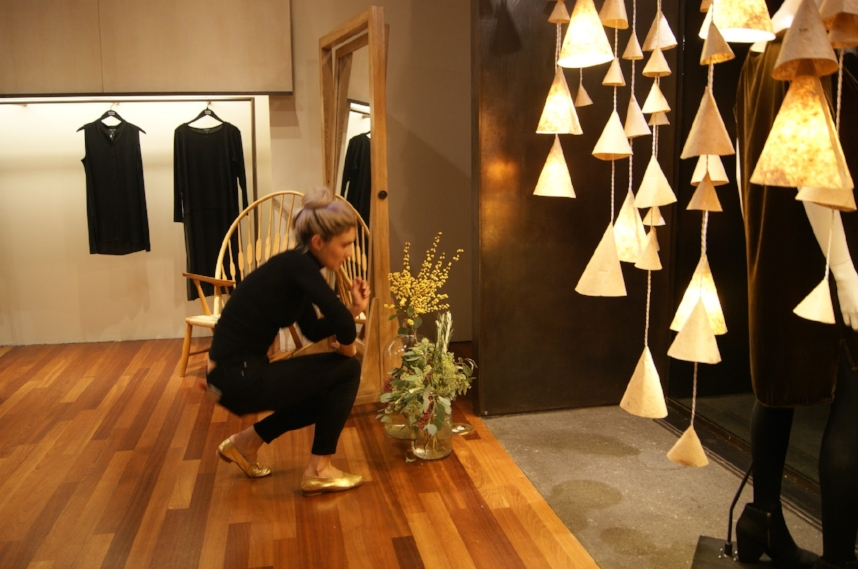 Elena Seegers of  Le Fleuriste , adds eucalyptus branches to bring living elements into the space.