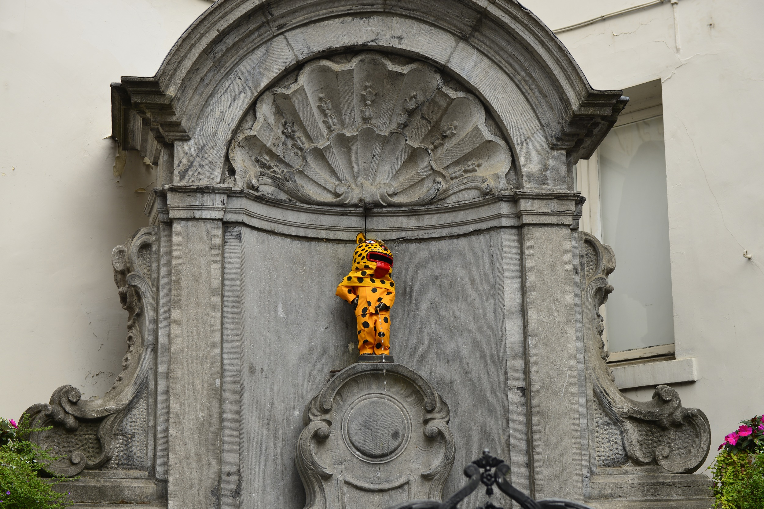 "Manneken Pis ""Little man pee"""