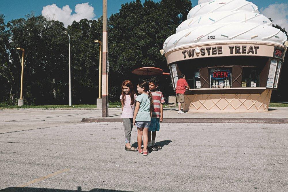 florida-project-the-2017-007-kids-outside-twistee-treat-ice-cream-shack.jpg