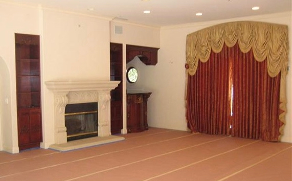 1010 Roscomare Before Living Room.jpg