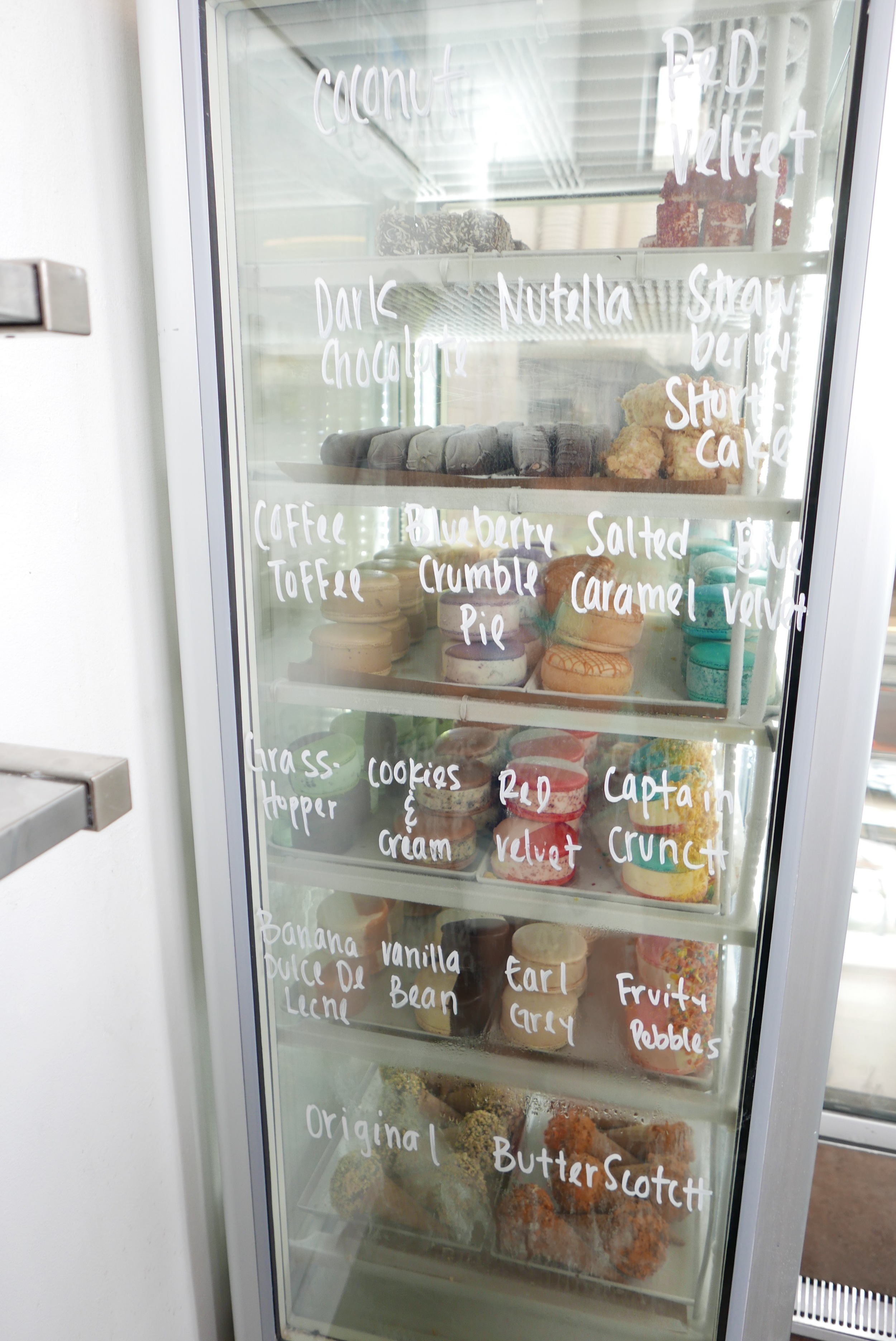 Here are all the flavors of the macaroon ice cream sandwiches. Can you guess which one I picked?