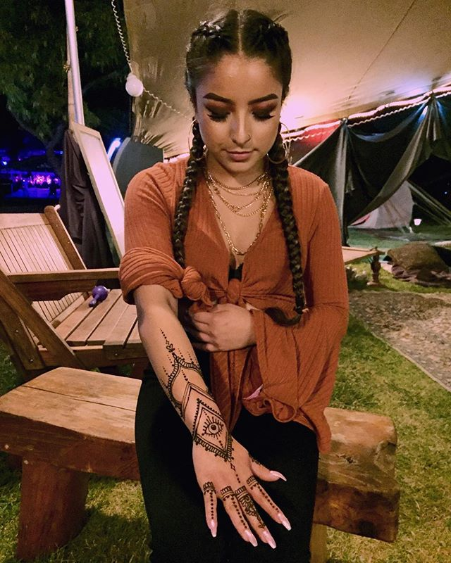 #Flashback to this henna design for my beautiful little sister @ssbdfest. I love you dearly! 🌹♥️💋 ••••••••••••↠  ⠪𑁍𑀇  ⠪𑁍𑀇