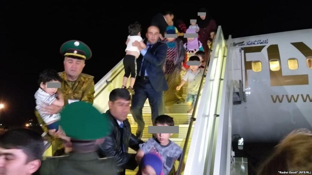 Детей боевиков вернули в Таджикистан. Фото: Озоди