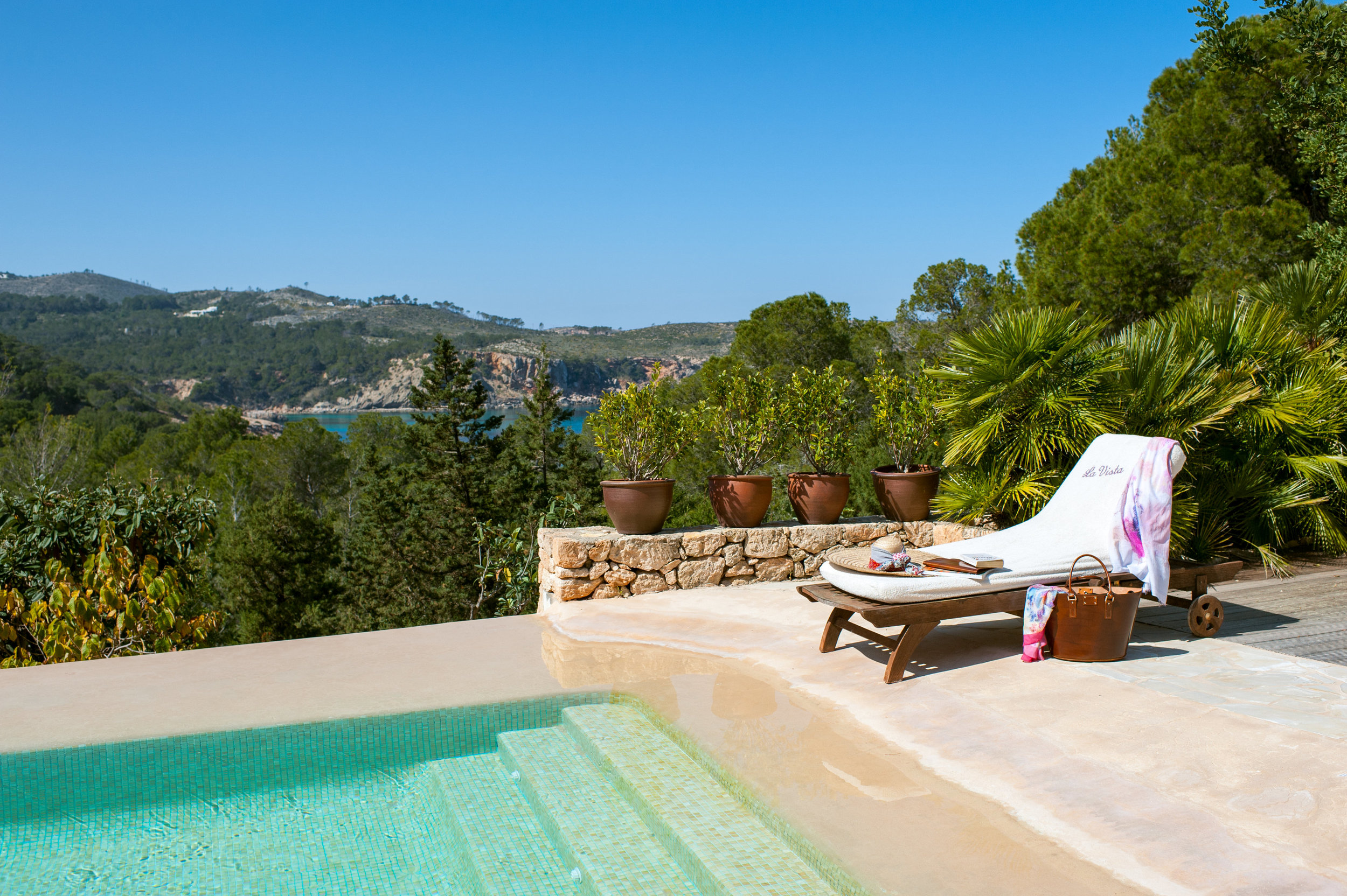 Casa la Vista poolside.jpg